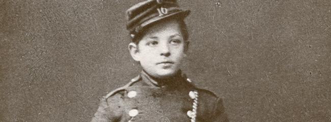 Carl Nielsen som militærmusiker i Odense, 1879.