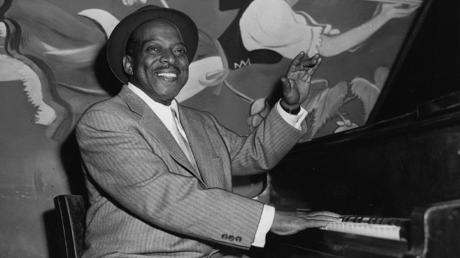 Count Basie ved klaveret.
