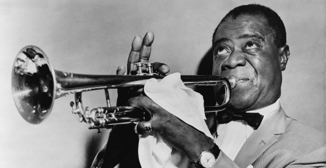 Louis Armstrong med sin trompet, 1953.